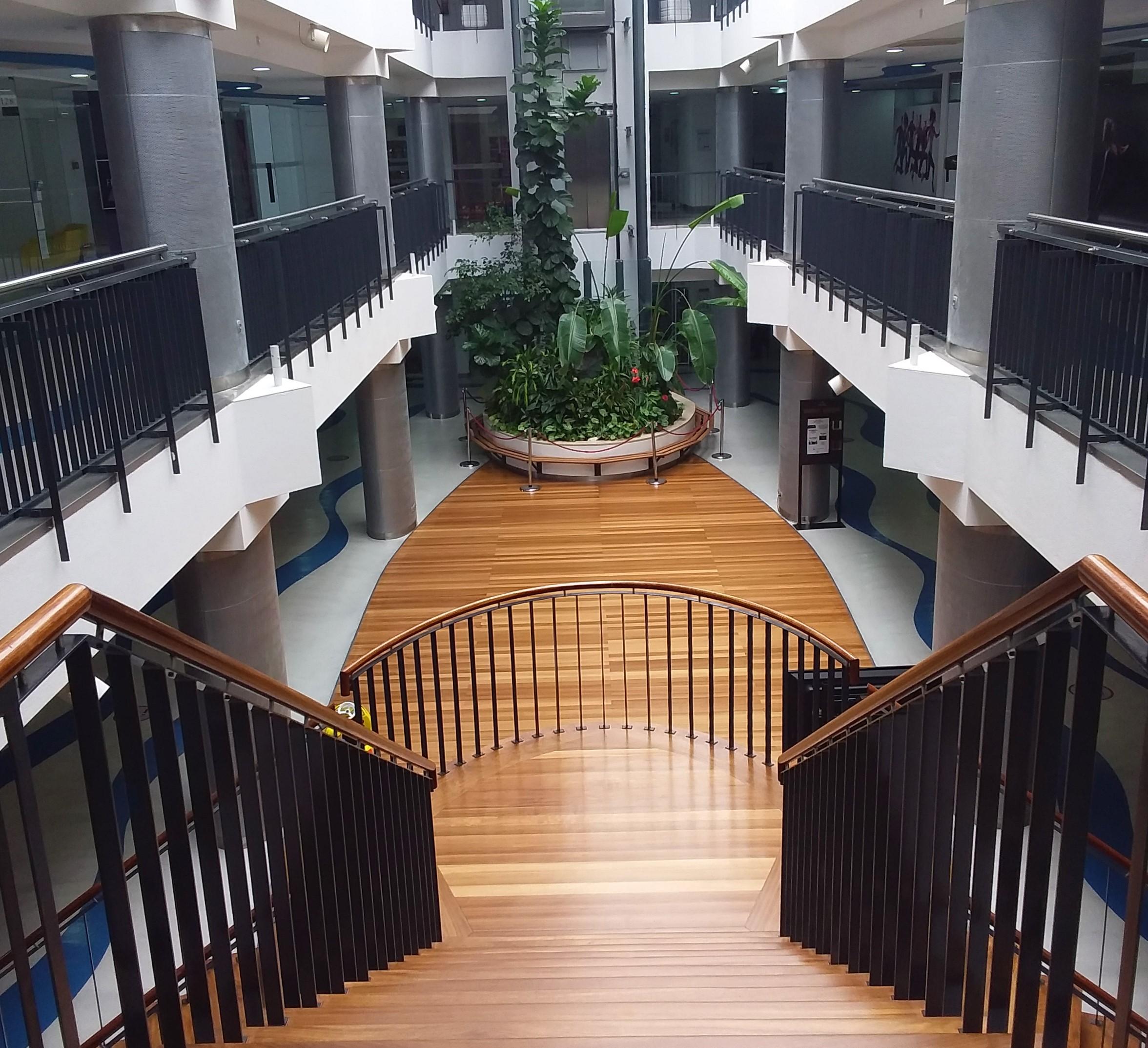 escadas e praça